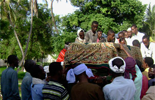 Mourners carry the body of slain Somali reporter Nasteh Dahir Farah. (AP)