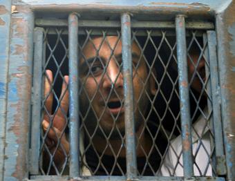 أودع المدون كريم عامر في السجن لإدانته بإهانة الرئيس والإسلام. رويترز
