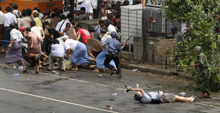 This Pulitzer Prize-winning photo shows a Burmese soldier killing cameraman Nagai during the September 2007 uprising. (Reuters/Andrees Latif)