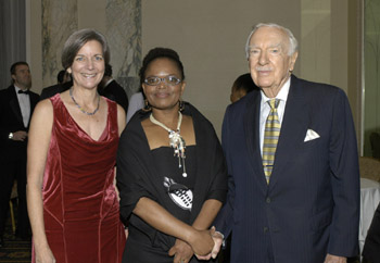 At the 2005 International Press Freedom Awards, Cronkite appears with then-Executive Director Ann Cooper, left, and awardee Beatrice Mtetwa, the Zimbabwean media rights lawyer. (CPJ)