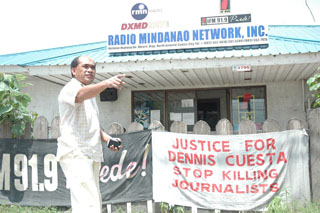A banner outside Cuesta's radio station calls for justice. Station manager Alex Josol says he is skeptical of police work in the case. (CPJ/Shawn W. Crispin)