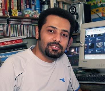 Wael Abbas, a 2007 recipient of a Knight International Journalism Award, has been threatened for blogging about police torture. (International Center for Journalism)