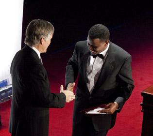 Bill Keller presents the award to Mustafa Haji Abdinur. (CPJ/Michael Nagle)