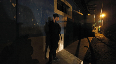 A police officer conducts surveillance during a crime-fighting operation in Tegucigalpa. (AP/Eduardo Verdugo)