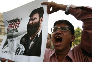 A protester seeks justice in the Khankhel murder. (Reuters/Athar Hussain)