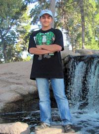 Anas al-Husseini, Mudhafar's brother