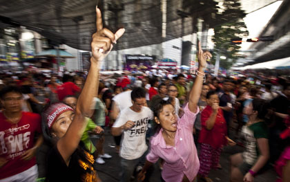 UDD protesters fill the central commercial area of Bangkok. (AP/David Longstreath)