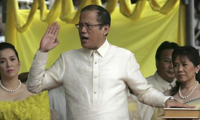 Aquino takes the oath of office in Manila. (AP/Bullit Marquez)