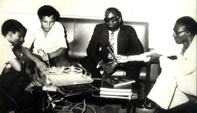 The author, second from left, interviews Foreign Minister Moumouni Djermakoye in 1974. (Courtesy Kobéret Dodo)