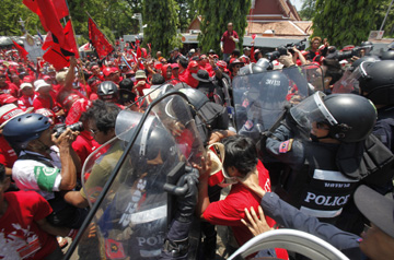 Protesters and police clash outside parliament. (Reuters/Chaiwat Subprasom)