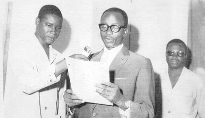 The author, at left, is holding the mike for Upper Volta President Maurice Yaméogo in 1963. (Courtesy Roger Nikièma)