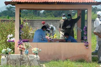Los restos de Palacios fueron exhumados para realizar una autopsia tres meses después del asesinato. (CPJ/Rubén Escobar)