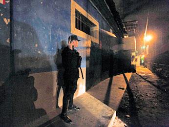 La policía conduce un operativo contra el crimen en Tegucigalpa (AP/Eduardo Verdugo)