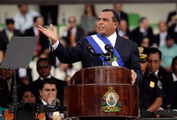 La elección de Lobo no terminó con los cuestionamientos en torno a la vigencia de los derechos humanos y la libertad de prensa. (AP/Arnulfo Franco)