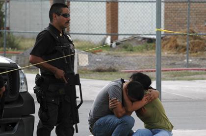Relatives of slain photojournalist Luis Carlos Santiago at the scene of the crime.(AP/Raymundo Ruiz)