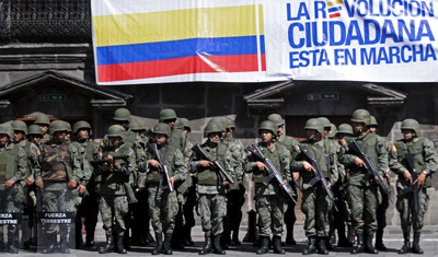 Soldiers guard the government palace in Quito after a police rebellion. (AP/Patricio Realpe)