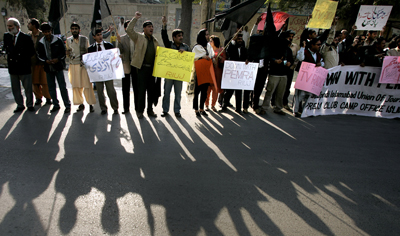 Pakistani journalists pushed back against Musharraf's clampdown on the media in 2007. (AP)