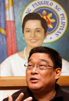 Secretary Agra's order seemed to symbolize the Arroyo administration's failures. (Reuters/Romeo Ranoco)
