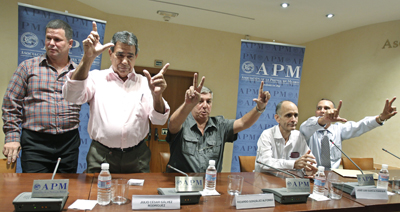 Five of 17 journalists released from Cuban prisons give a press conference on their arrival in Madrid in July. They have since told CPJ they suffered torture in jail. (AP/Paul White)