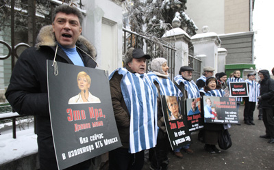 Opposition leader Boris Nemtsov holds a portrait of imprisoned journalist Irina Khalip during a rally in front of the Belarussian Embassy in Moscow. (Reuters/Sergei Karpukhin)