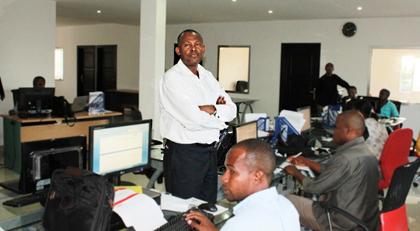 Ali Moindjié in his newsroom. (Abidina Mschinda)