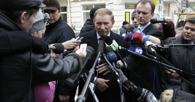 Kuchma outside the prosecutor's office in Kyiv. (Reuters/Konstantin Chernichkin)