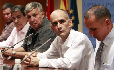 José Luis García Paneque, center, at a news conference in Madrid in July, with other freed Cuban journalists. (Reuters/Andrea Comas)