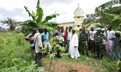 U.N. investigators check a reported mass grave in Yopougon, where one journalist was said to be buried. (UN/AP)
