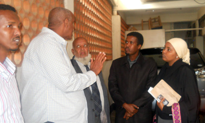 Colleagues gather to support Hassan. (CPJ)