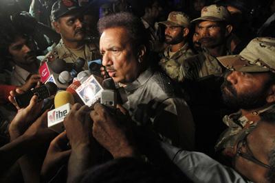 Pakistani Interior Minister Rehman Malik briefs Karachi's vibrant--and threatened--media in Karachi in May. (AP/Shakil Adil)