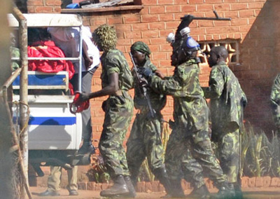 Malawi police arresting protesters. (Malawi Voice)