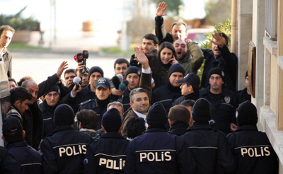 Journalists Nedim Şener, center, and Ahmet Şık, third from left facing camera, wave upon arrival at an Istanbul courthouse in March. (Reuters)