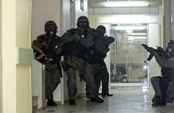 Troops patrolling the hallways of the hospital where Correa was barricaded. (AP)