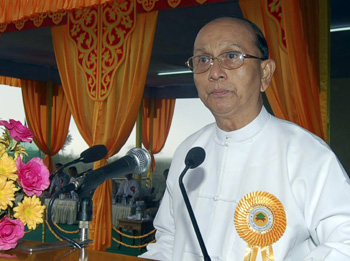 Thein Sein's administration agreed to hold a press conference--then took questions from only three reporters. (AP/Khin Maung Win)