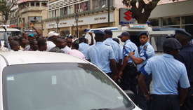 Police and protesters in Luanda's Independence Square. (Alex Neto)