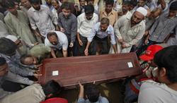 Relatives and colleagues carry journalist Saleem Shahzad's casket. (Reuters)