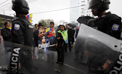 Police and Correa supporters outside court. (AP/Dolores Ochoa)