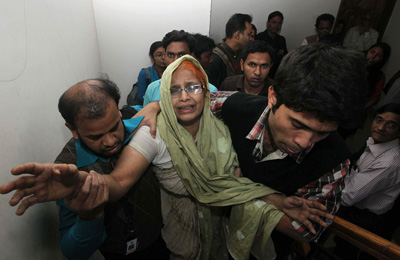 A relative mourns the killing of two journalists in Dhaka. (AP/Sazid Hossain)
