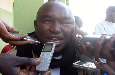 Un militant fidèle au président Wade a agressé le reporter Bocar Dieng, le laissant avec un œil enflé, suite à son reportage rapportant un présumé bourrage des urnes. (Bocar Dieng)