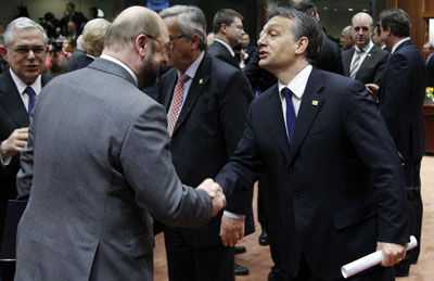 European Parliament President Martin Schulz shakes hands with Hungarian Prime Minister Viktor Orban, right, during an EU leaders' summit in Brussels Thursday.(Reuters/Francois Lenoir)