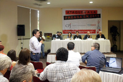 Citizens, officials, and civil society groups joined journalists for Tuesday's discussion on the state of press freedom in Sinaloa. (Ron Bernal)