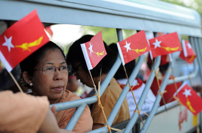 Supporters of Burma opposition leader Aung San Suu Kyi's party travel to a rally at a Yangon constituency on Friday. (AFP/Soe Than Win)
