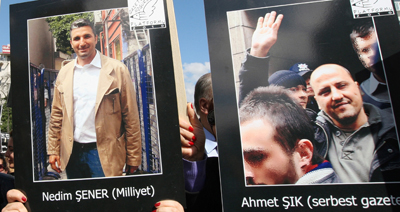 Journalists Nedim Şener and Ahmet Şık were threatened shortly after their release from prison. Here, colleagues protest the journalists' imprisonment, which lasted more than a year. (AP)