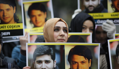 Demonstrators in Istanbul protest the disappearance of two Turkish journalists in Syria. (Reuters/Osman Orsal)