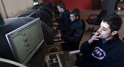 The Palestinian Authority has blocked at least eight websites from Internet users in the West Bank. Here, Palestinian youths go online at an Internet cafe. (AFP/Ahmad Gharabli)