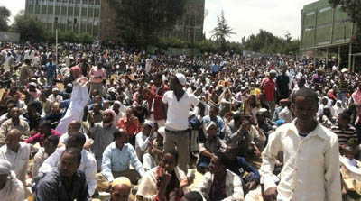 Muslims gather to protest perceived government interference in religious affairs. (DimtsachinYisema)