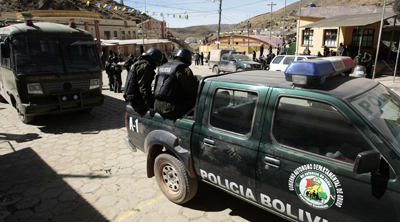 Police stand guard in Colquiri, where two radio stations were attacked on June 14. (Reuters/David Mercado)