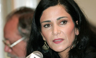 Journalist Lydia Cacho, seen here in a 2006 conference, was threatened by unknown persons on Sunday. (Reuters/Henry Romero)
