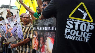 MDP protesters demonstrate outside the Maldivian High Commission in Colombo. (AFP/Lakruwan Wanniarachchi)
