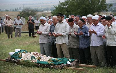 People pray at the burial of Natalya Estemirova in Chechnya July 16, 2009. (AP/Musa Sadulayev)